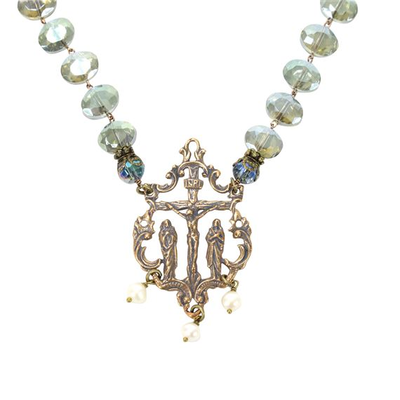 OLIVE CRYSTAL NECKLACE - CRUCIFIXION